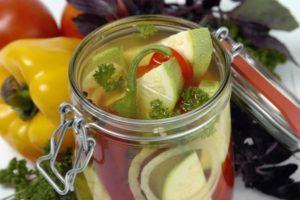 11 лучших рецептов приготовления острых маринованных кабачков на зиму