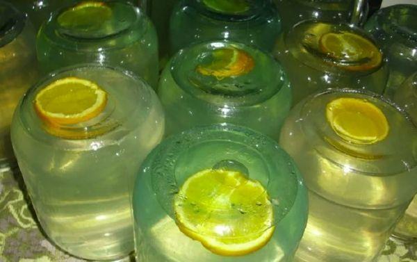напиток с лимонами