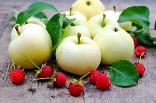 Яблоки и малина