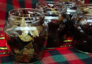 5 лучших рецептов приготовления маринованного чернослива на зиму