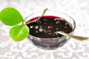 ТОП 4 рецепта приготовления варенья из черноплодки с вишневыми листьями на зиму