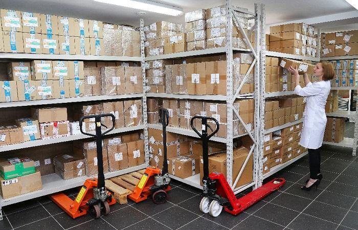 ящики на складе